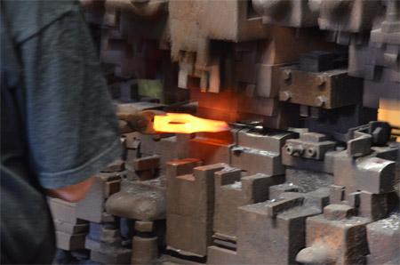 Процесс ковки топора на фабрике Wetterlings