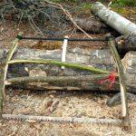 Лучковая пила из лесных веток