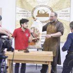 Михаил Кучук выиграл лот с плакатом, на #фсд18