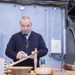Фёдор Жильцов подготовка топорища к отделке