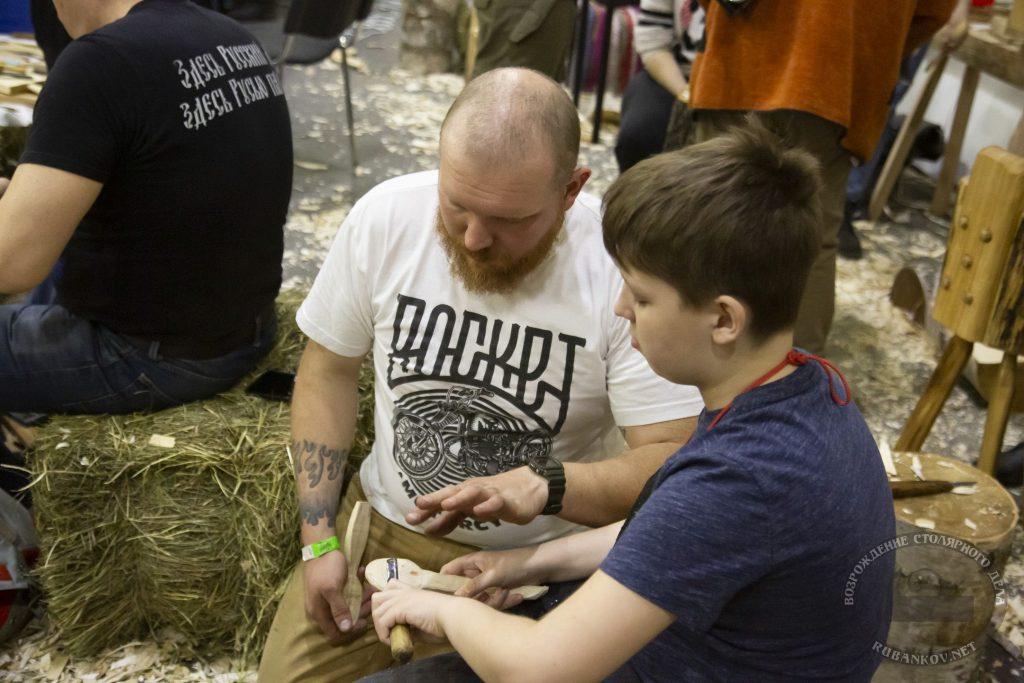 Никита Гирнык обучает ложкарному ремеслу (ФСД19, Москва)