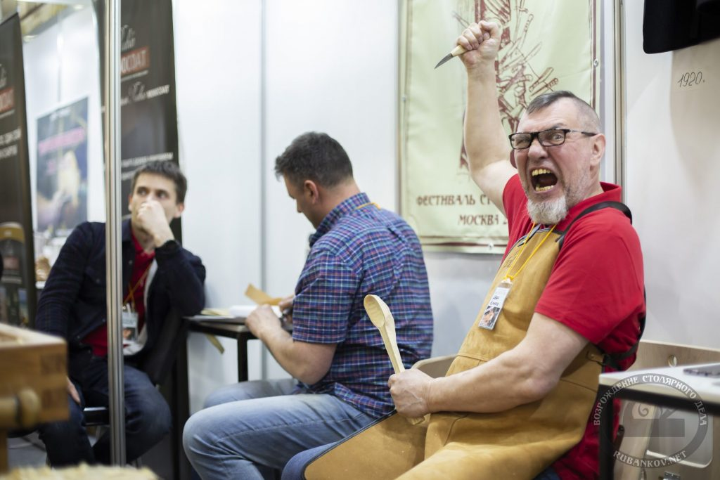 Иван Бочков готовится резать (ФСД19, Москва)