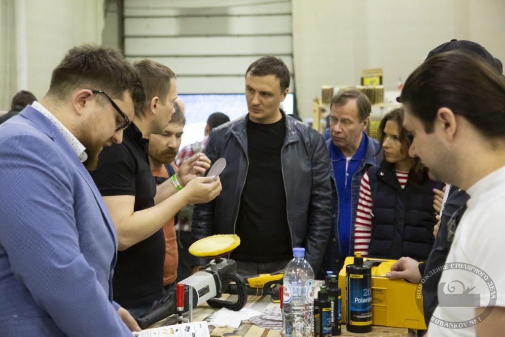 посетители у стенда Mirka (ФСД19, Москва)