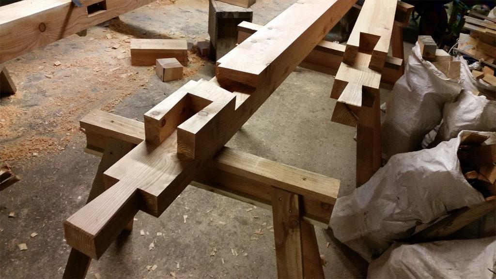 Сложное плотницкое соединение с ласточкиным хвостом