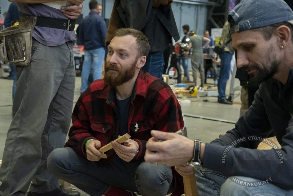 Максим Нисонов постигает плотницкие премудрости на ФСД19 в СПб