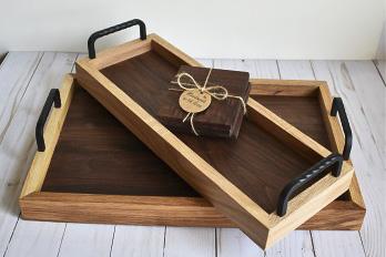 деревянный поднос с коваными витыми ручками