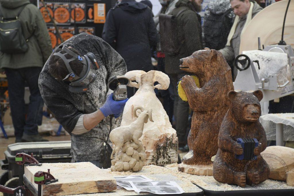 деревянные скульптуры на ФСД21, Москва