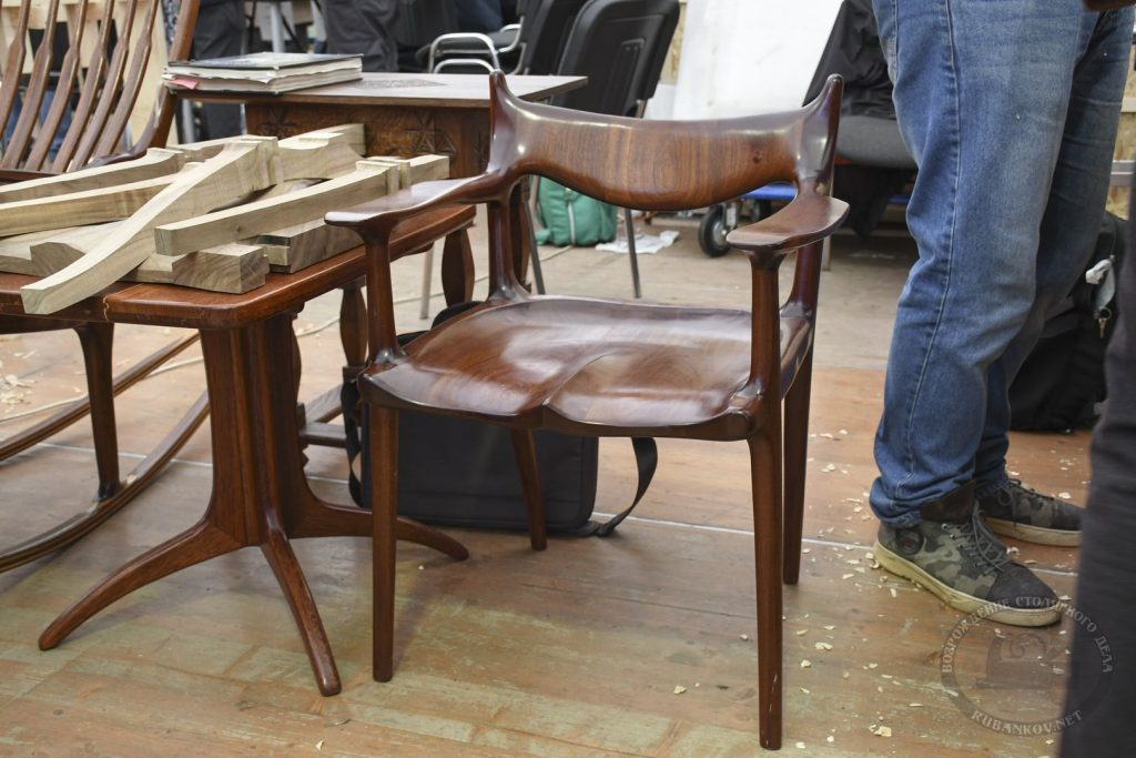 деревянные стулья на ФСД21, Москва