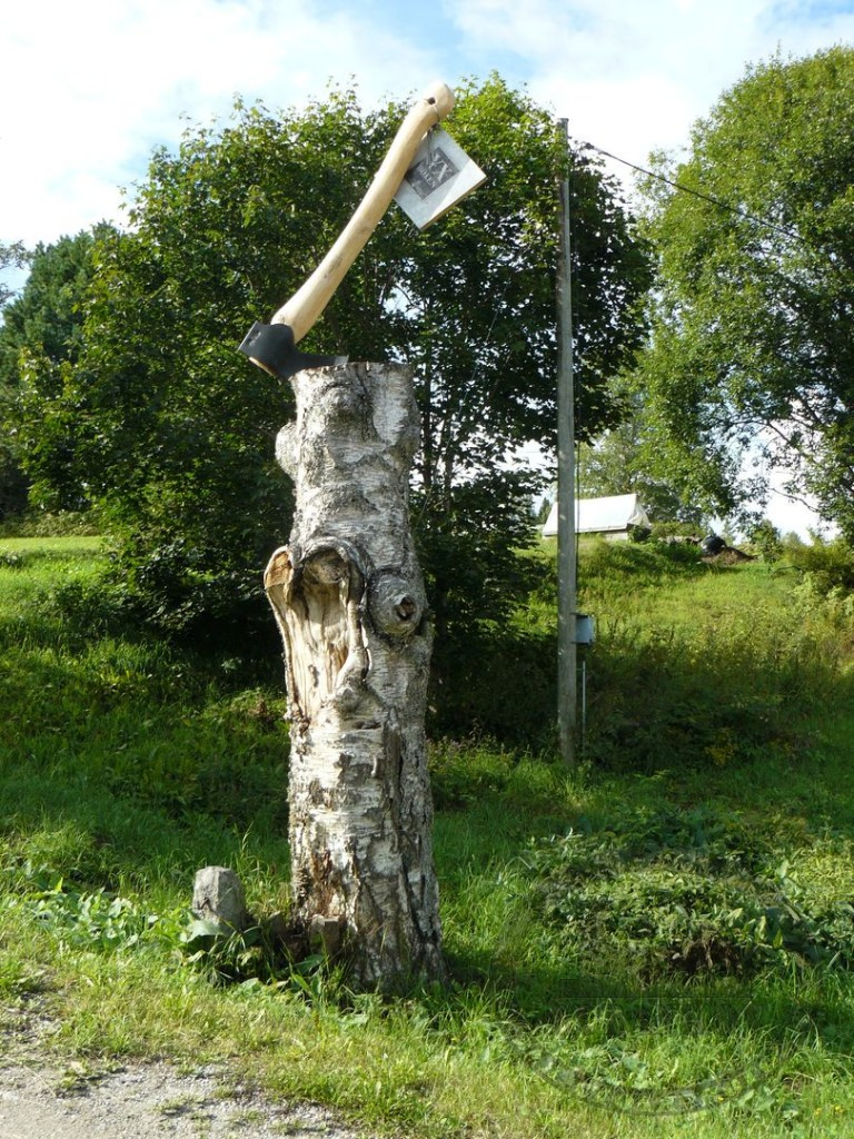 Памятник топору