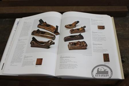 Страницы книги со шведскими рубанками