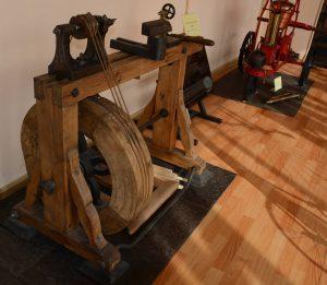 Деревянный токарный станок