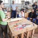 Сергей Клейн демонстрирует японский инструмент