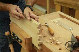Работа ручным столярным инструментом
