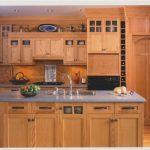 Кухонные фасады с филенчатыми дверцами и стеклами