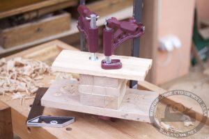 Клеим деревянный кубик