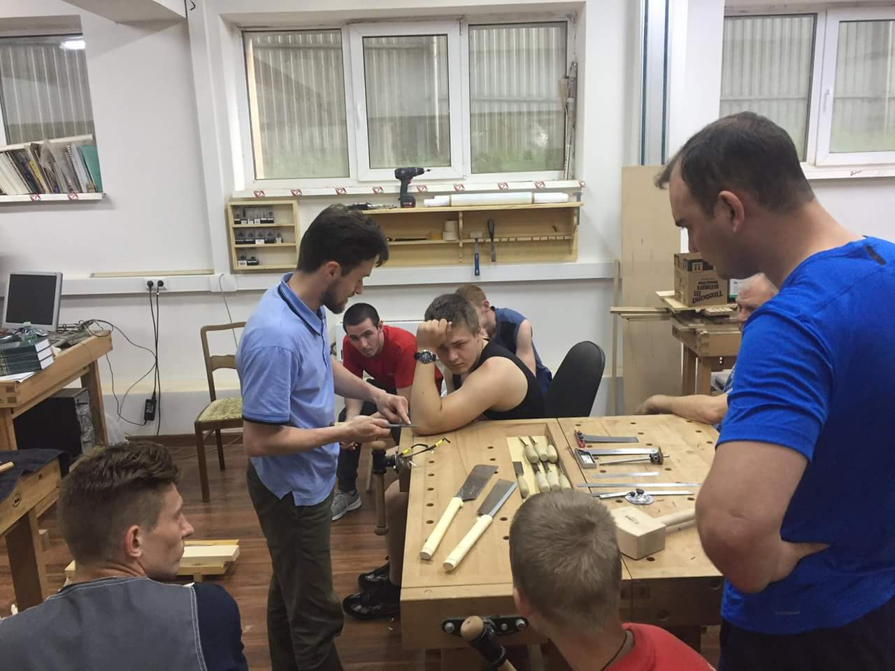 участники woldSkills в мастерской столярной школы rubankov
