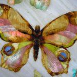 Бабочка из цветных пород дерева и перламутра