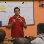 Дмитрий Пушин знакомит с токарными изделиями курсантов