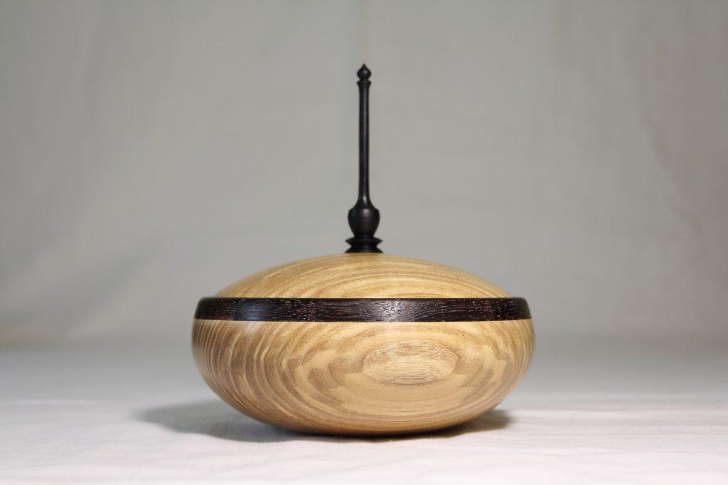 Деревянная точёная шкатулка, работа Андрея Громова