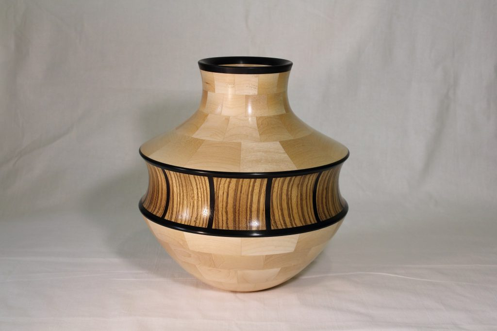 Точёная ваза, работа Андрея Громова