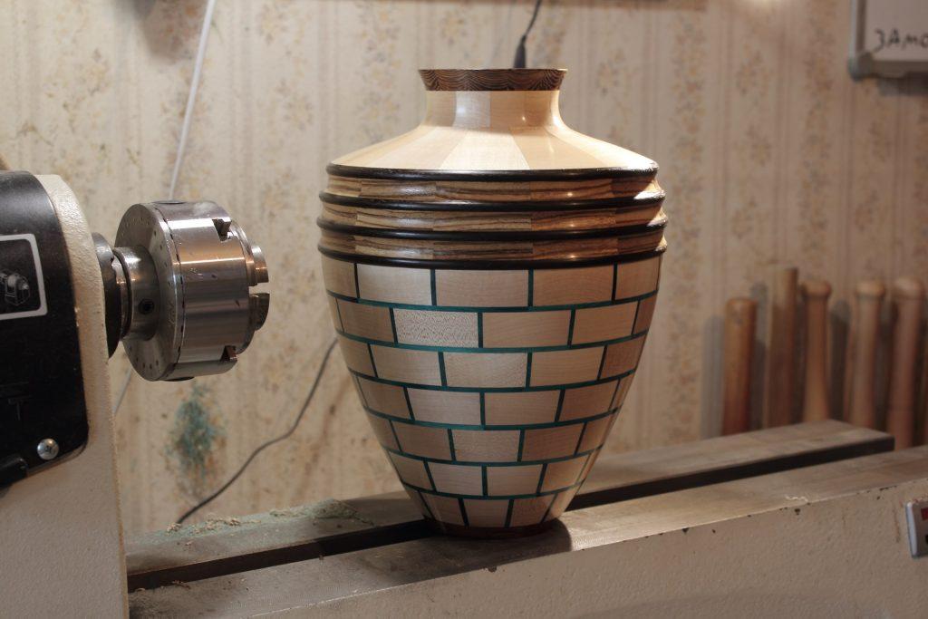 Точёная ваза из сегментов, работа Андрея Громова