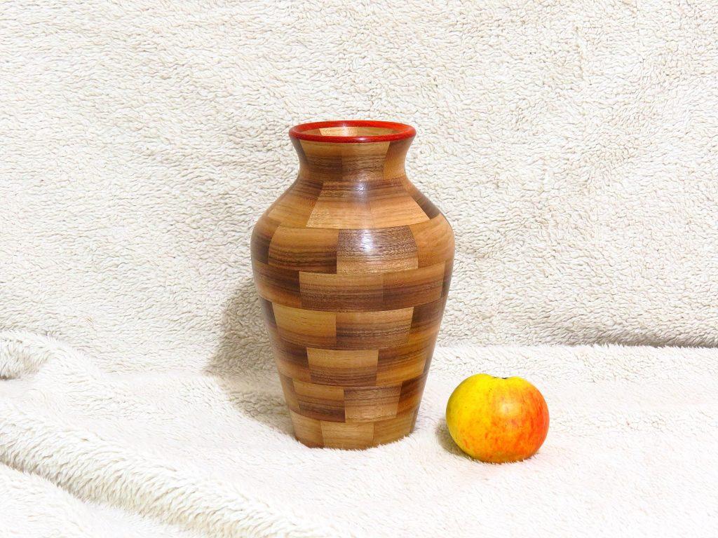 Деревянная ваза, работа Андрея Громова
