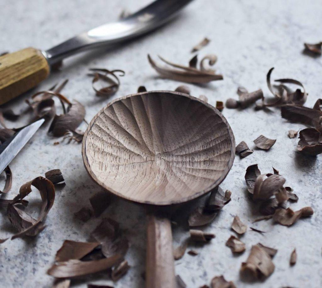 Резьба деревянной ложки