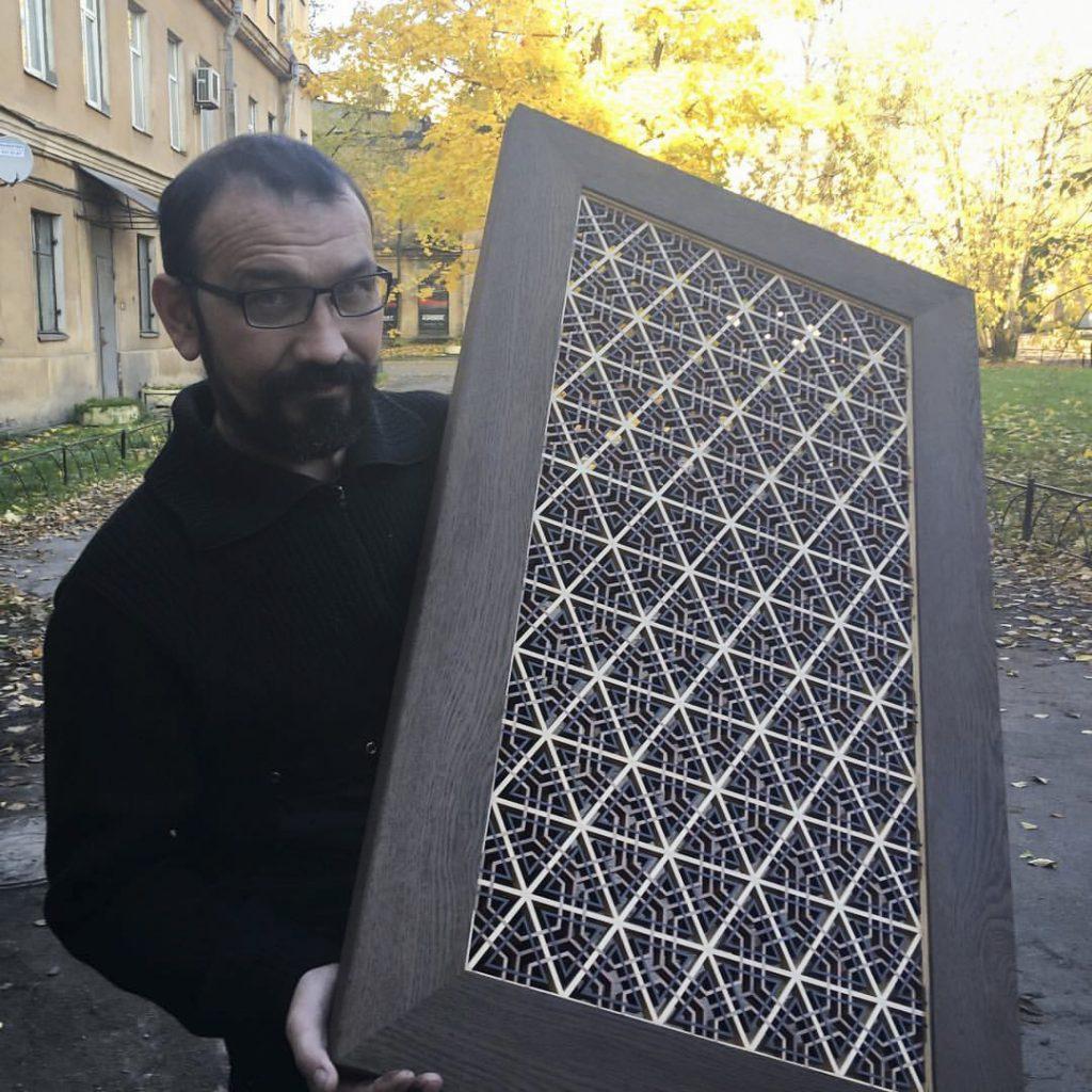 Ренат Камалов и его работа - решетка кумико в раме