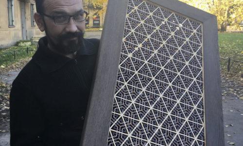 Ринат Камалов и его работа - решетка кумико в раме