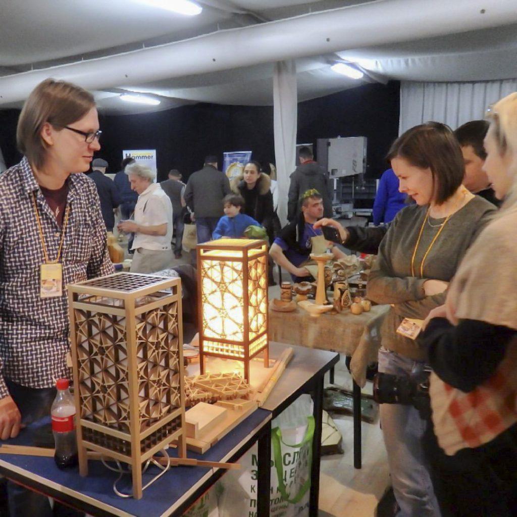 Сергей Сарин и работы мастерской Арт Кумико на ФСД в Москве