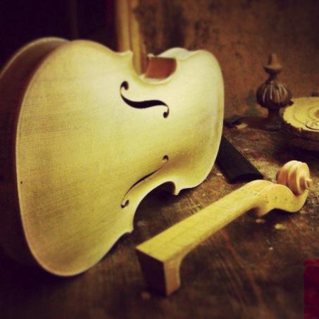 скрипка в процессе изготовления