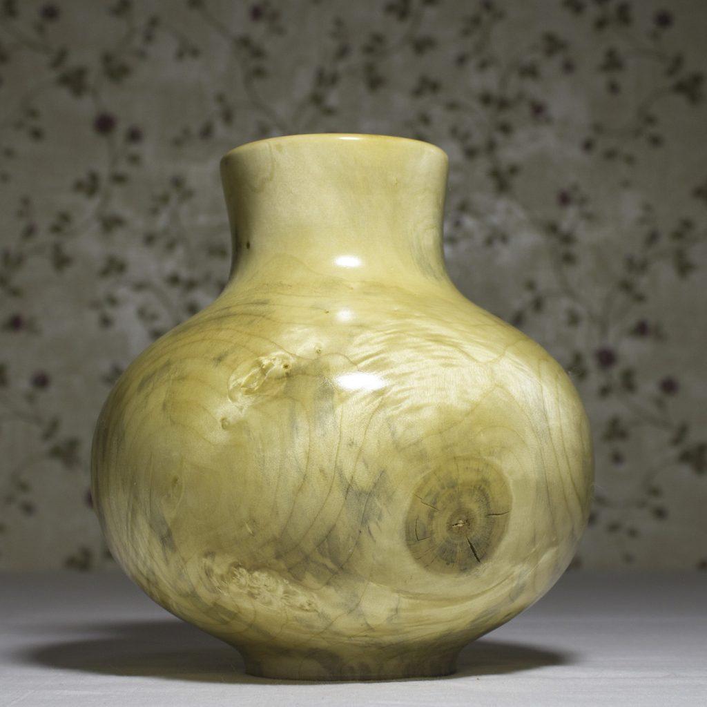 Точеная ваза из дерева