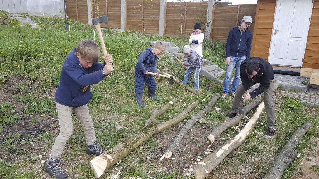 юные плотники