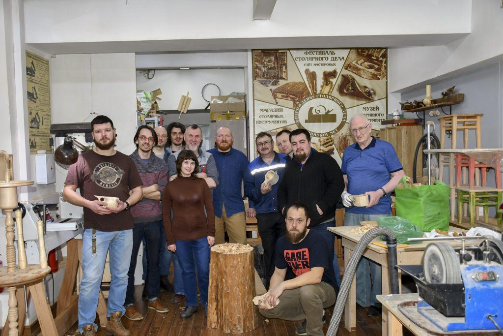 ученики курса резьба деревянной посуды, весна 2019, Москва
