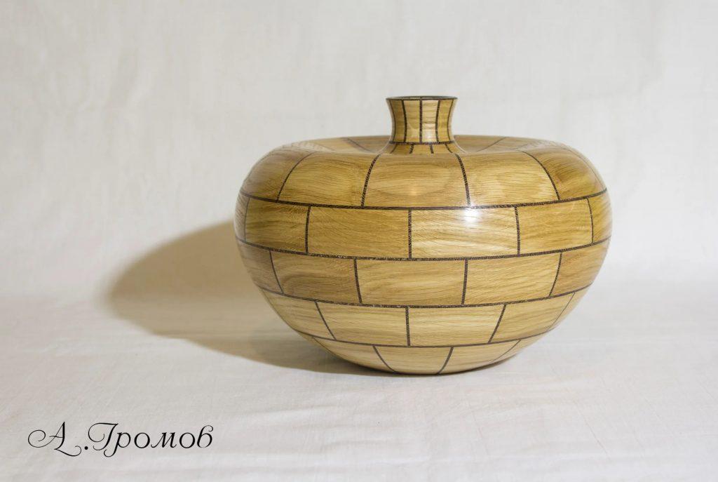 Деревянная ваза из сегментов