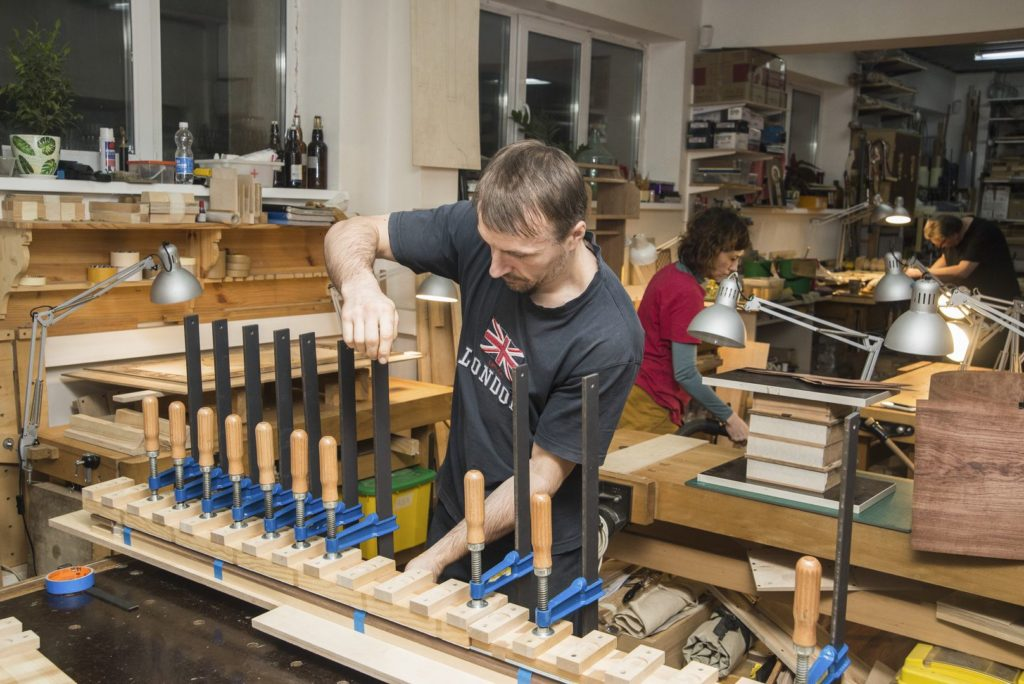 работа в мастерской Дельница (Андрей Тулупов, Вера Савенко, Алексей Корюкин)