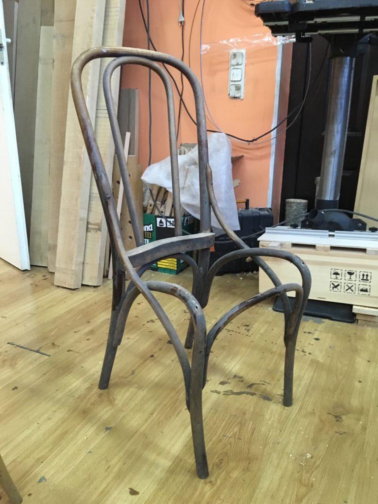 Подопытный венский стул