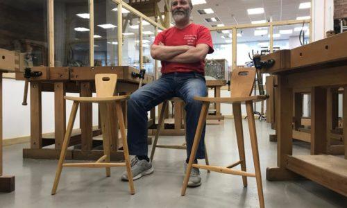 Алексей Дейкин на трехногом табурете
