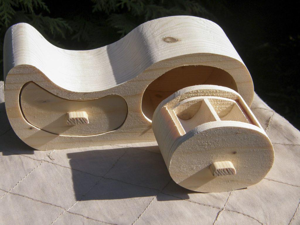 Шкатулка для бижутерии (работа И. Бочкова)