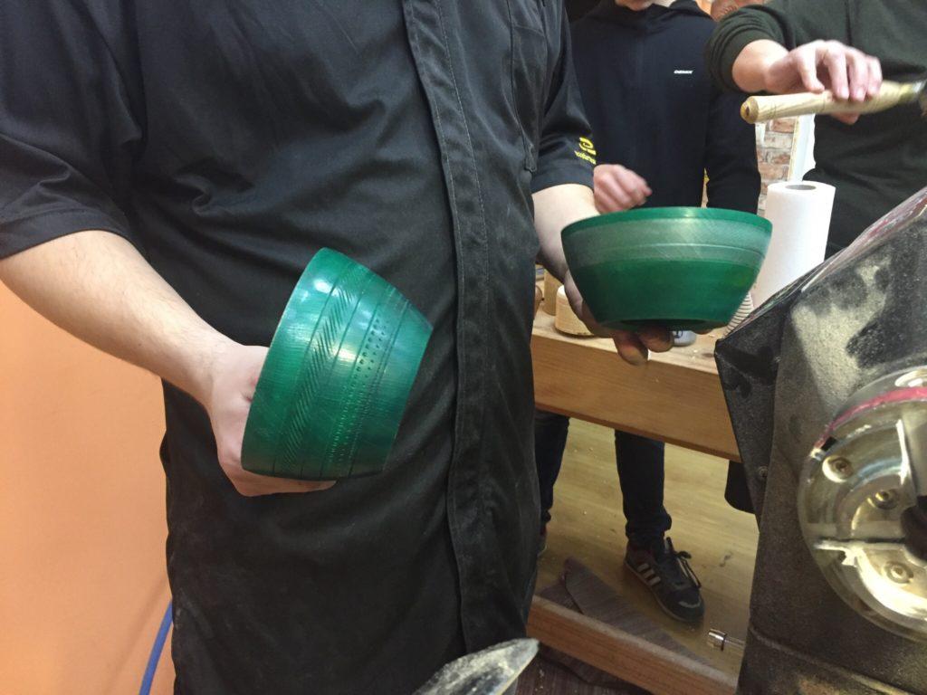 Декорированные деревянные тарелки
