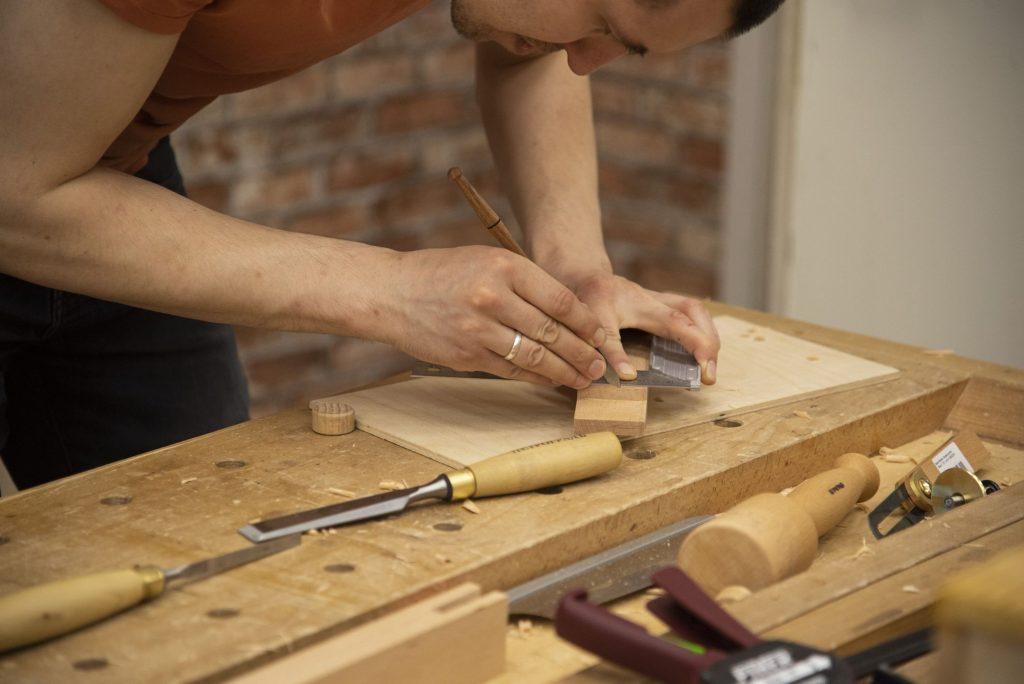 Работа разметочным ножом (Практикум столярного мастерства, весна 2020)