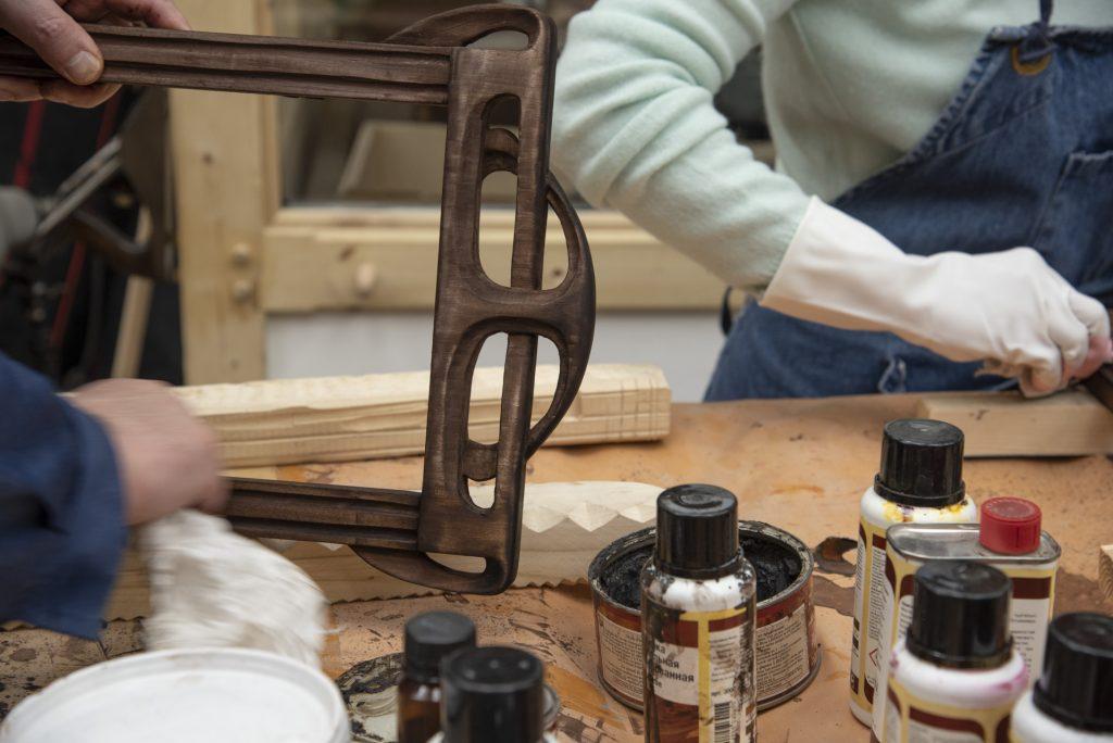 Состаривание деревянной рамы
