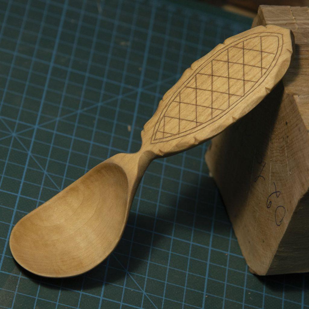 деревянная ложка с колросингом