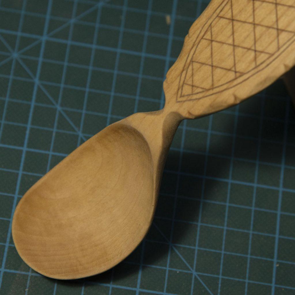 шейка деревянной ложки