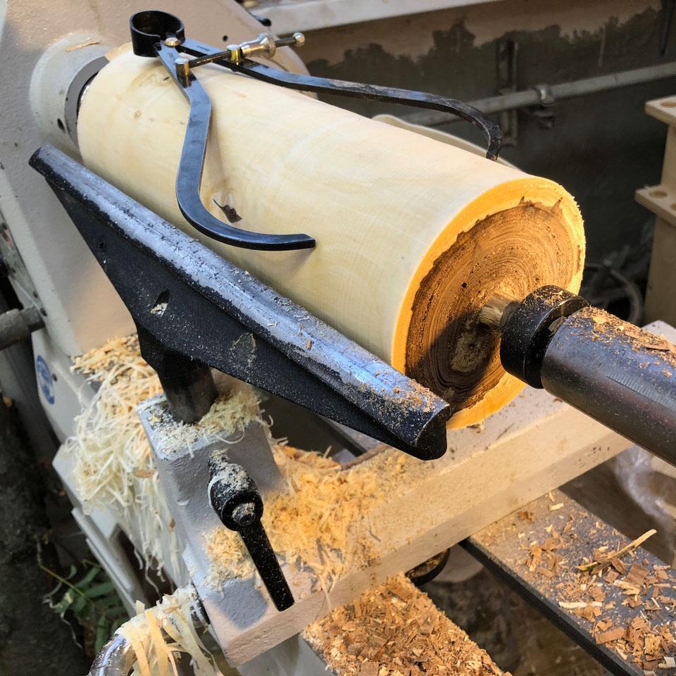 Токарное точение сырой древесины